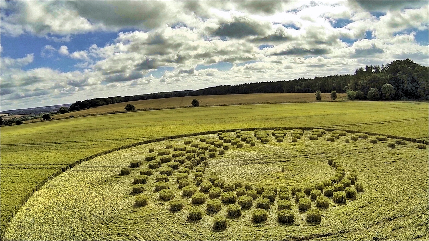 aerial_view_of_crop_circle_in_wiltshire_2014_by_mrgyrofpv-d82s9ad